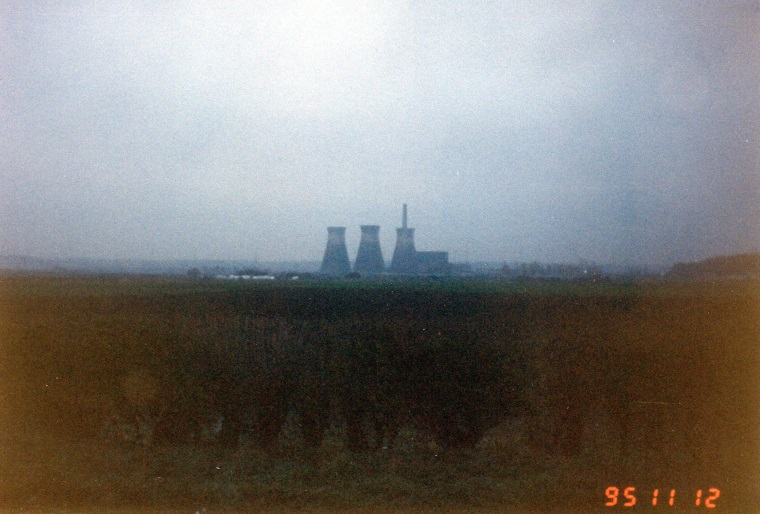 SkeltonGrangePowerStation(1)AboutToBeDemolishedAbout8.00a.m.Nov121995..jpg