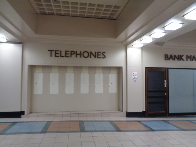 TelephonesLeedsTrainStationOct112017..jpg