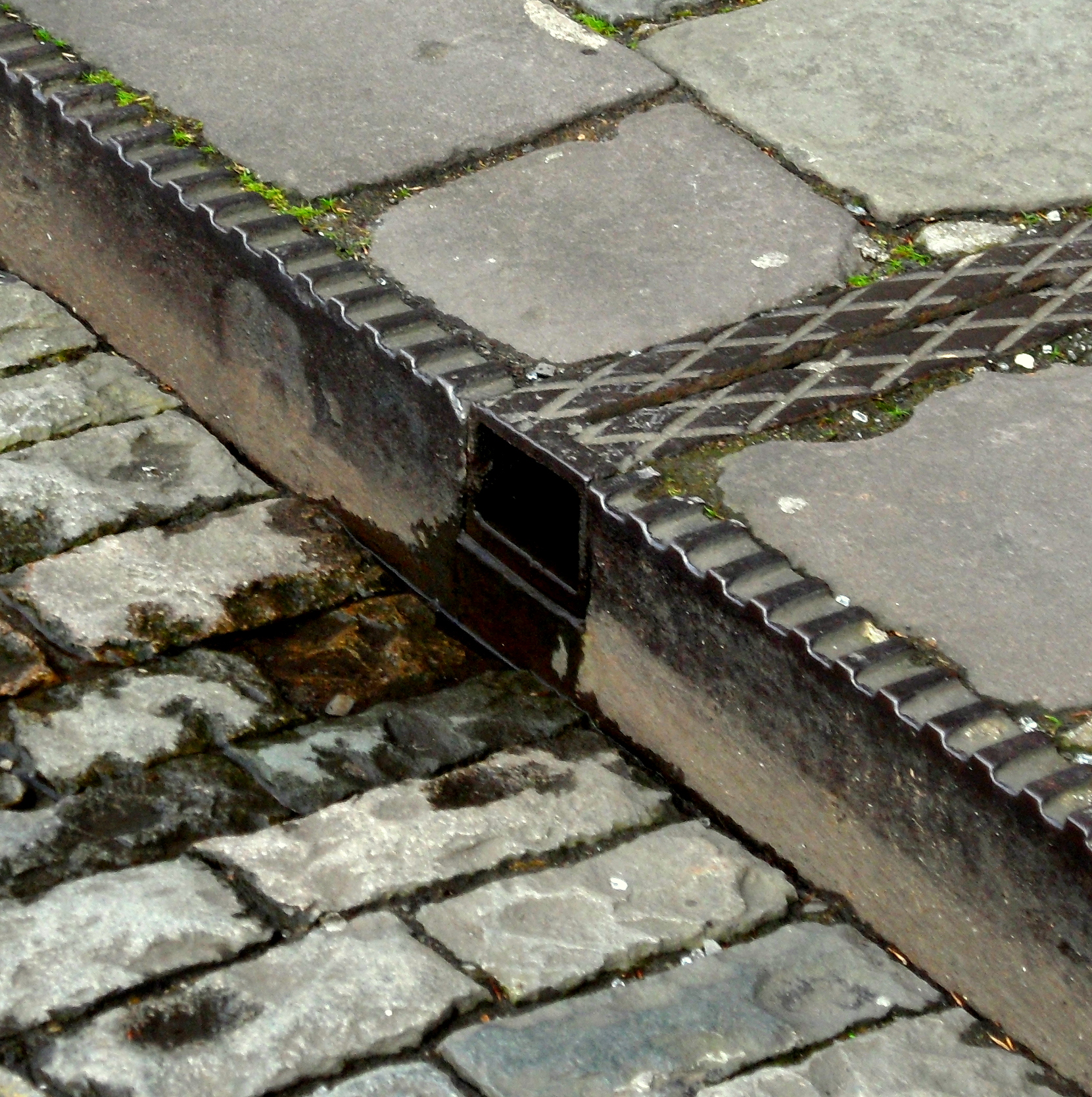 Iron kerbing in Bristol.jpg